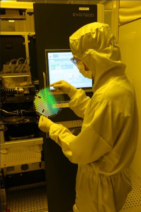 UV-Nano-Imprinting in Inkron's laboratory
